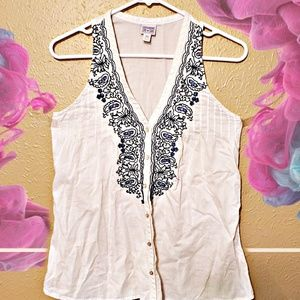 XS flowy flower embroidered vneck converse blouse